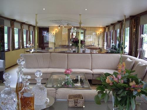 French hotel barge panache barging cruises in alsace for Salon panache