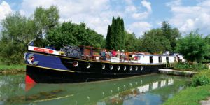 Hotel Barge ART DE VIVRE - Barging in France - www.BargeCharters.com
