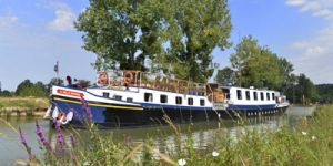 Hotel Barge LA BELLE EPOQUE - Barging in France - www.BargeCharters.com