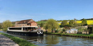 Hotel Barge GRAND CRU - Barging in France - www.BargeCharters.com