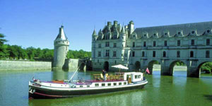Hotel Barge NYMPHEA - Barging in France - www.BargeCharters.com