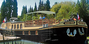 Hotel Barge RENDEZ-VOUS - Barging in France - www.BargeCharters.com