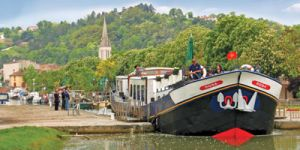 Hotel Barge ROSA - Barging in Gascony and Bordeaux France - www.BargeCharters.com