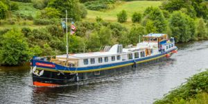 Hotel Barge Scottish Highlander - Barging in Scotland - www.BargeCharters.com
