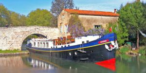 Hotel Barge ANJODI - Barging in France - www.BargeCharters.com