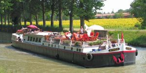 Hotel Barge ATHOS - Barging in France - www.BargeCharters.com