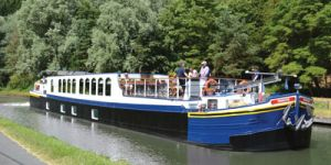 Hotel Barge PANACHE - Barging in Holland - www.BargeCharters.com